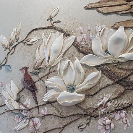 Барельеф на стене Птицы и магнолии